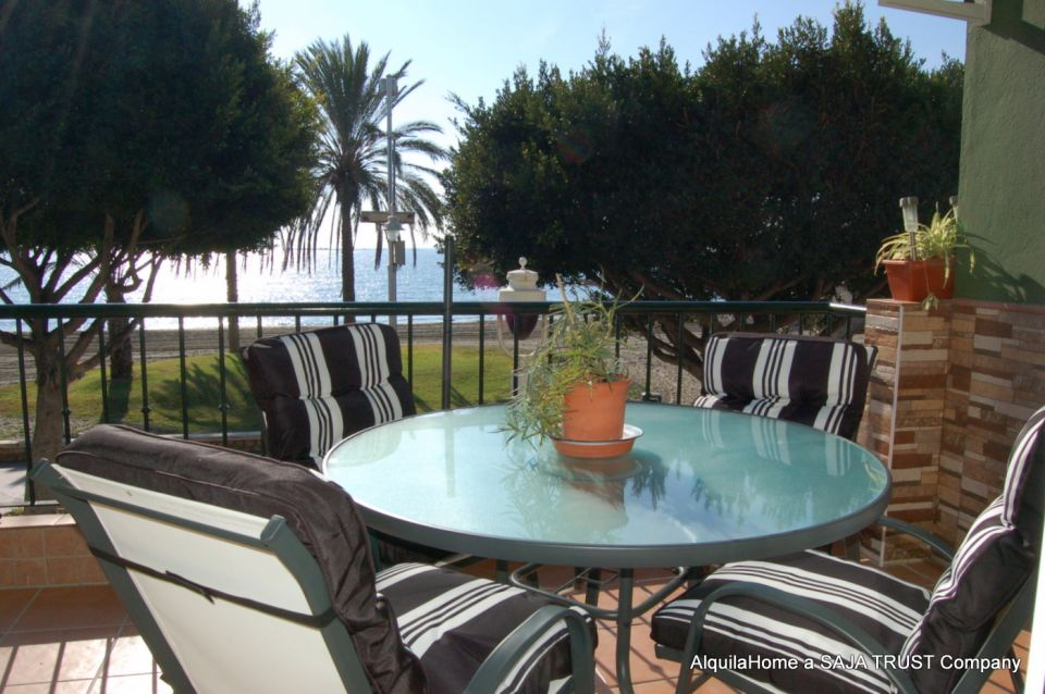 Beachfront Holiday Apartment - Malaga (4-6p)